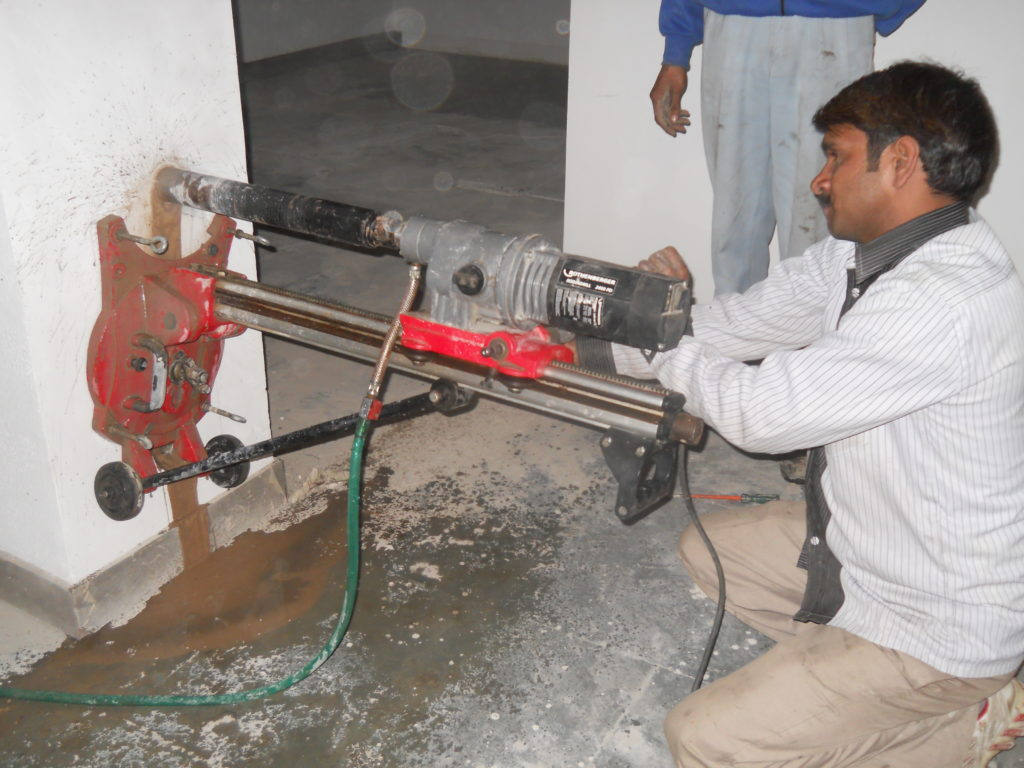 Structural Testing Laboratory : Non destructive testing on structures aecs